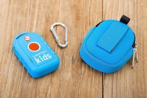 La balise GPS pour enfant Weenect Kids et sa pochette de protection