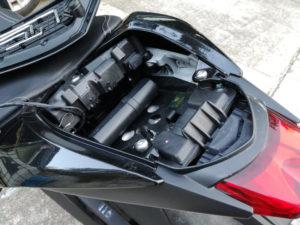 Installation du Monimoto à l'arrière d'une Triumph Street Triple 765 RS